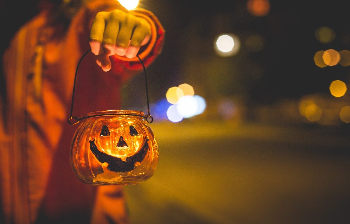 negative-space-girl-pumpkin-glass-light-halloween-candle-picjumbo